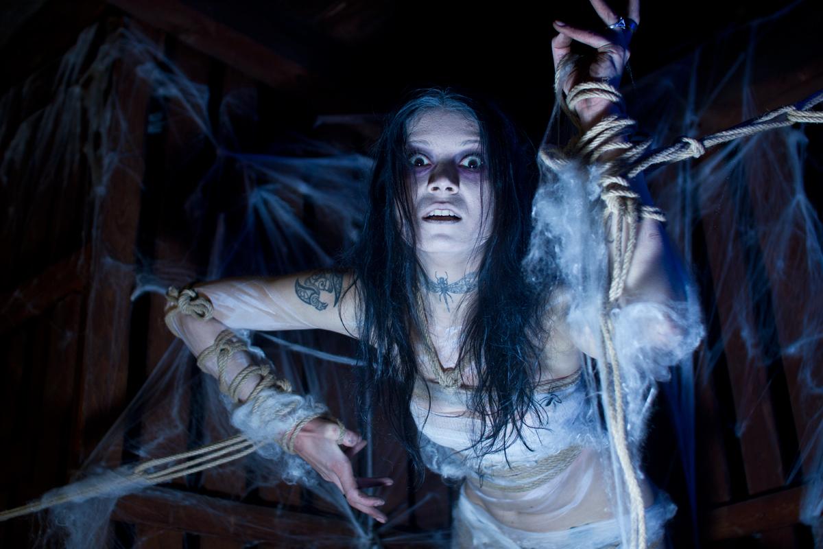Kalendershooting | Halloween| Bondage Merlin Noack | Elisa Leibelt