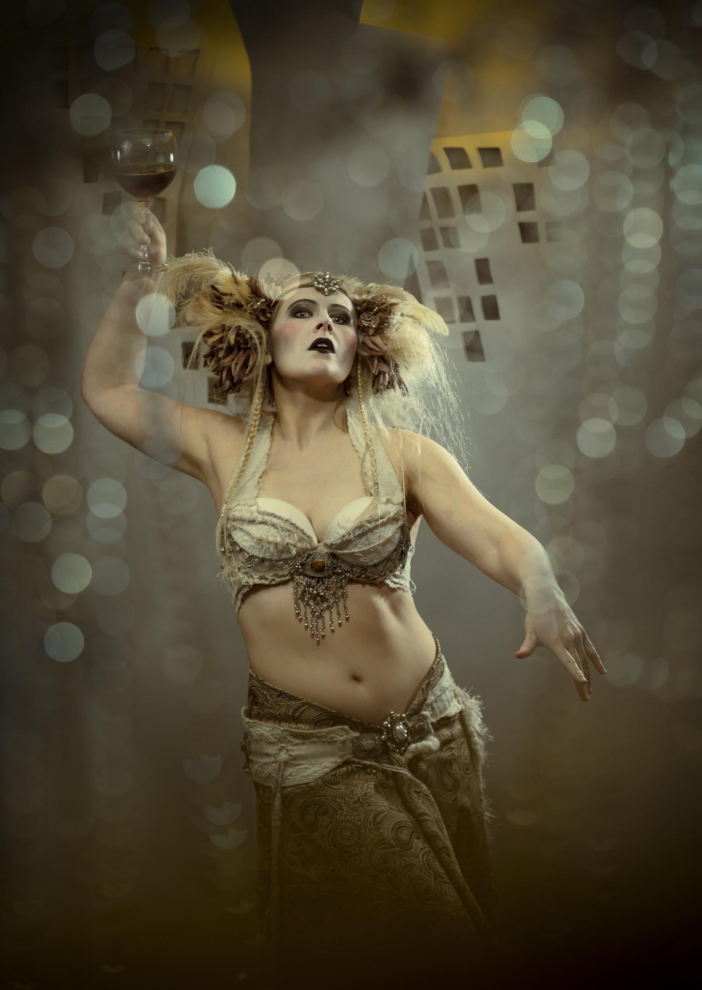 Kalendershooting | Metropolis | Scherenschnitt | Kostüm | Make-Up | Selbstportrait