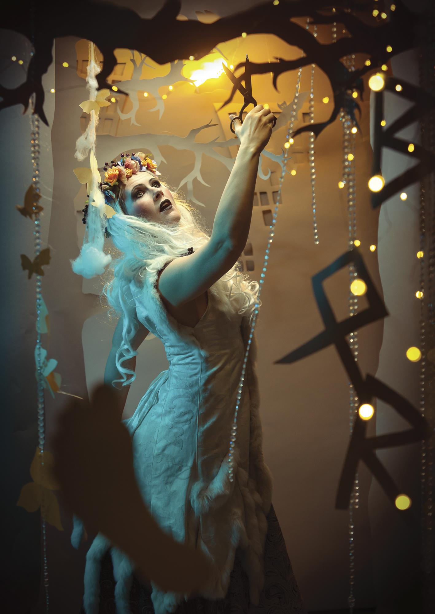 Kalendershooting | Titelbild | Scherenschnitt | Kostüm | Make-Up | Selbstportrait
